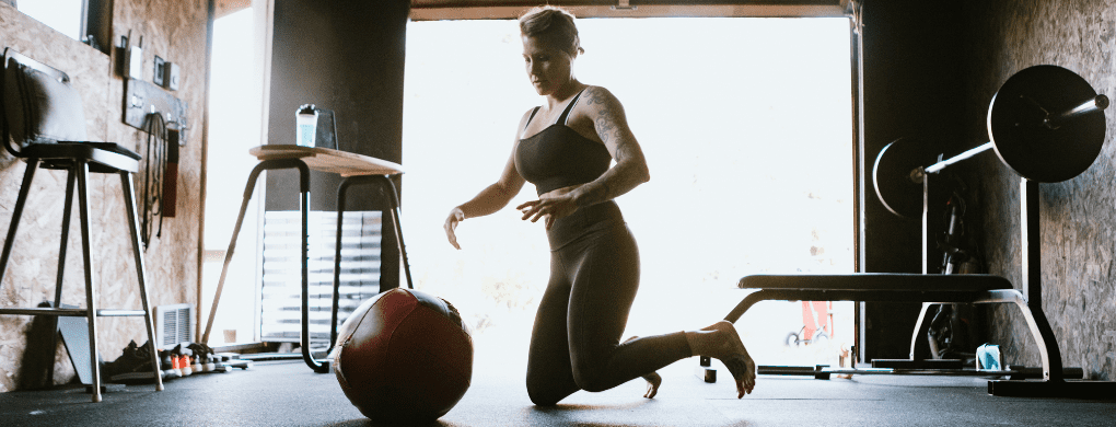 Best workouts for the home - Woman doing Crossfit exercises